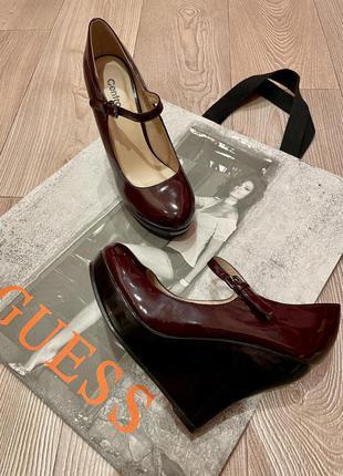 Новые туфли на платформе.