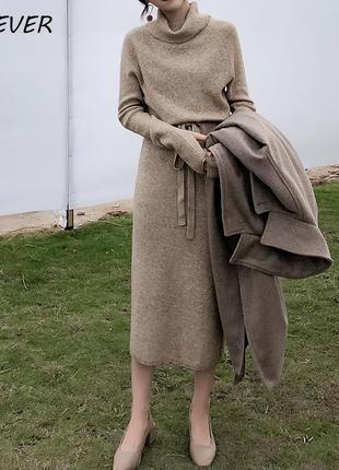 Стильное платье теплое