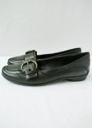 Стильные фирменные кожаные туфли carmens. размер 37.