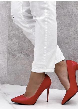 Красные туфли женские