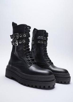 Кожаные высокие ботинки с цепью zara
