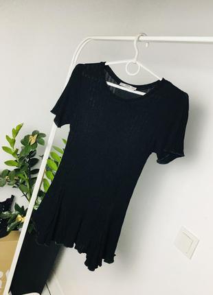 Прекрасная футболка в рубчик с асимметрическим низом от zara