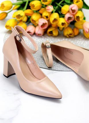 Элегантные бежевые открытые женские туфли на высоком устойчивом каблуке
