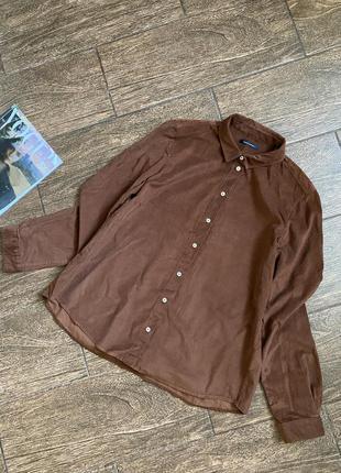 Красивая вельветовая рубашка шоколадного цвета