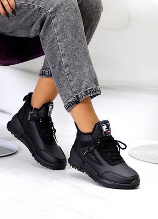 Модельные стильные высокие черные женские кроссовки на шнуровке