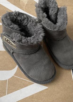 Детские зимние сапоги угги