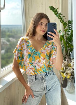 Легкая горчичная блуза в цветочный принт из вискозы 1+1=3