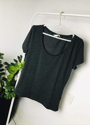 Базовая серая меланжевая футболка с декольте от h&m basic
