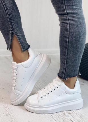 Женские  белые зимние кроссовки