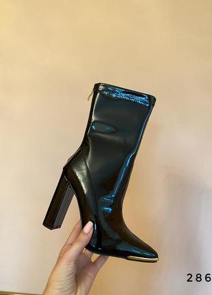 Ботинки на высоком каблуке чёрные