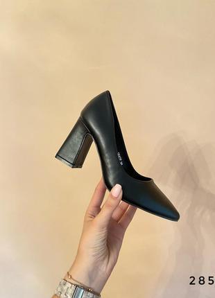 Туфли на широком каблуке чёрные