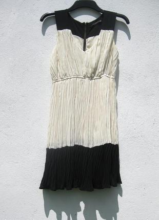 Красивое молочное с чёрным платье zara