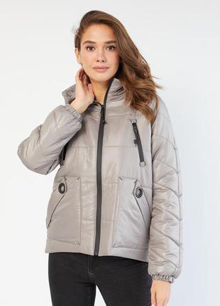 Демисезонная осенняя куртка от производителя.