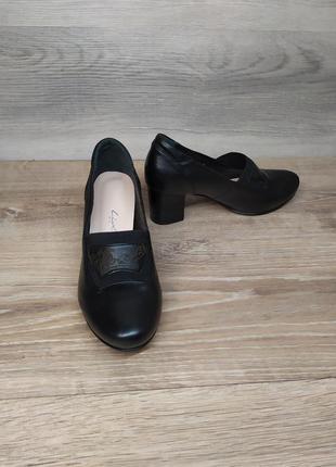 Кожаные туфли на каблуке 36 размера. model 2140