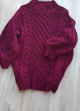 Стильный объёмный свитер с широкими рукавами