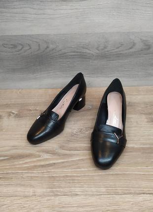 Кожаные туфли , женские туфли на каблуке 36  размера. модель 2402