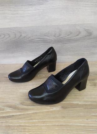 Кожаные туфли на каблуке 36 размера. модель 2417