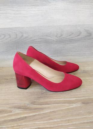Замшевые туфли на каблуке 36 размера. модель 2422