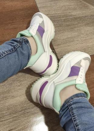 Модные кроссовки на высокой подошве