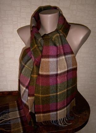 Красивый. стильный шарф из натуральной шерсти. laura ashley