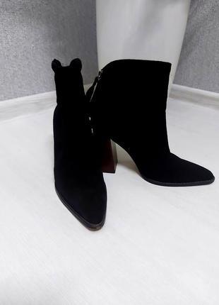 Натуральные замшевые ботинки zara