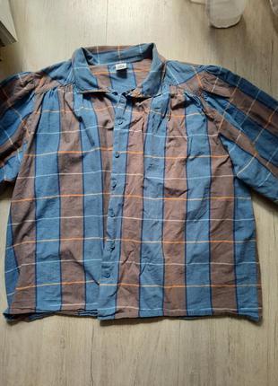 Женская рубашка в клетку с широким, объемным  рукавом.