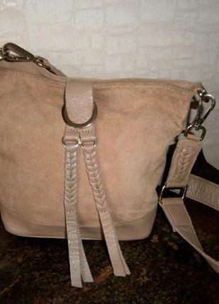 Красивая, стильная сумка кросс-боди из натуральной замши и кожи. river island
