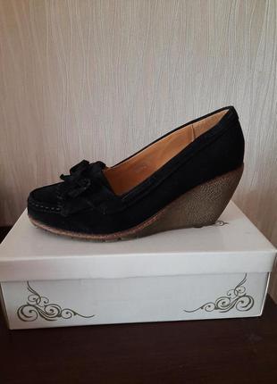 Туфли новые замшевые 38 размера