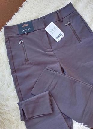 Серые брюки скинни