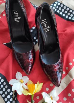 Шкіряні туфлі під рептилію