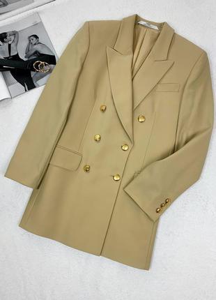 Классический двубортный пиджак бежевый