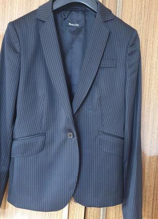Шикарний піджачок елітного бренду,в складі 72% вовни