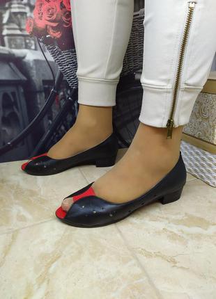 Шкіряні туфлі на каблуку. натуральна шкіра. останній розмір