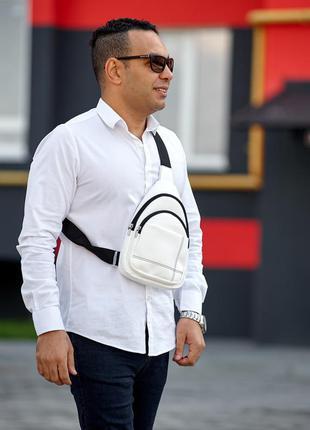 Белая трендовая вместительная мужская сумка через плечо слинг