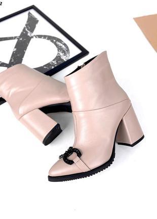 Рр 35,37,40,38.нюдоые демисезонные зимние ботинки из натуральной кожи