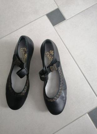 Легенькі шкіряні туфлі 37р.