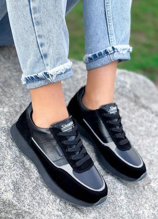 Натуральные черные кроссовки