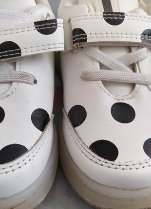 Кросівки з підсвіткою🙃