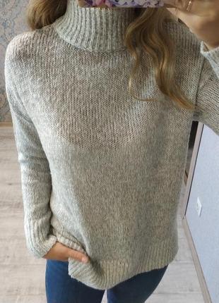 Стильный базовый серый свитер оверсайз под горло