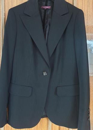 Шикарний піджачок італійського бренду