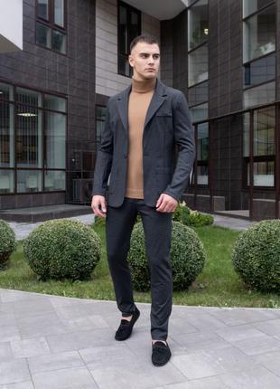 Стильний чоловічий костюм ділового стилю