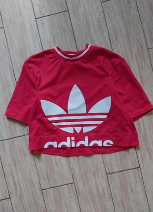 Укороченная футболка adidas