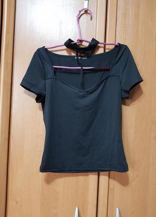 Стильная эластичная футболочка с чокером, черная укороченная футболка