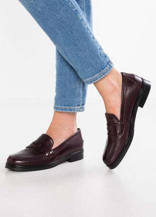 Туфли лоферы из натуральной кожи.