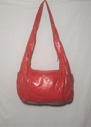 Красная сумка на плечо с длинной ручкой из натуральной кожи