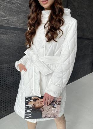 Куртка осень зима стеганная стеганая пальто в ромб белая молочная деми демисезон