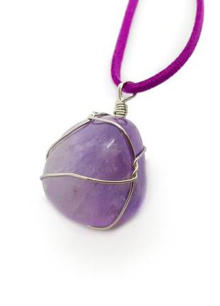 🤩💜 кулон  натуральный камень аметист в проволочной оплётке на замшевом шнурке