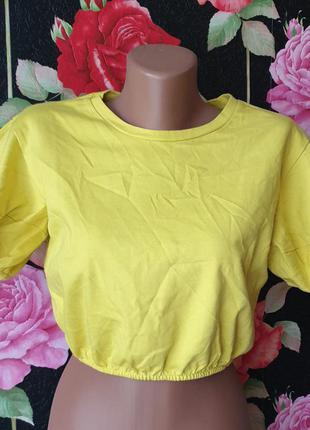 Укороченная трикотажная футболка топ лимонного цвета с пышными рукавами фонарики р 40