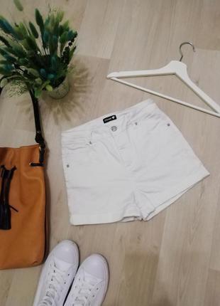Белые шорты мом