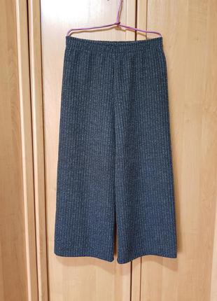 Стильные тёмно-серые широкие кюлоты, укороченные плотные осенние штаны в рубчик